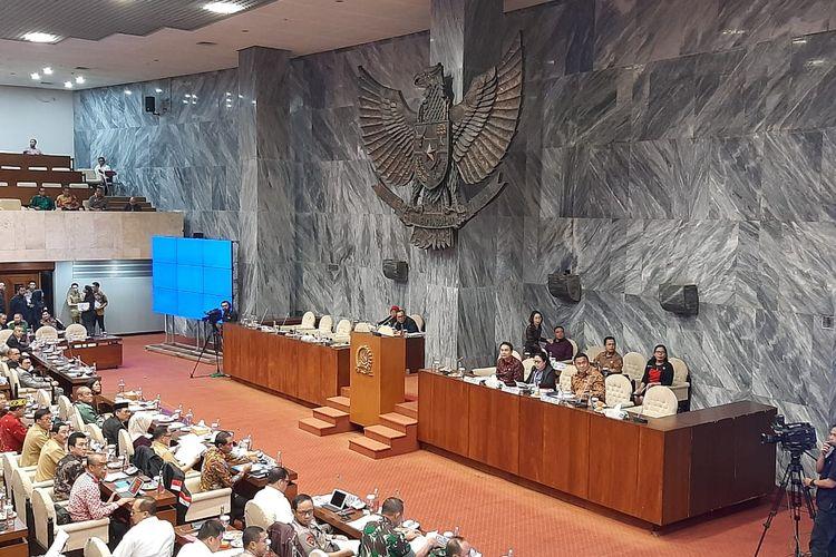 Rapat gabungan DPR bersama Menteri Dalam Negeri Tito Karnavian dan Menteri Pemuda dan Olahraga Zainuddin Amali serta jajaran TNI, Polri, dan BIN di Kompleks Parlemen, Senayan, Jakarta, Selasa (4/2/2020).