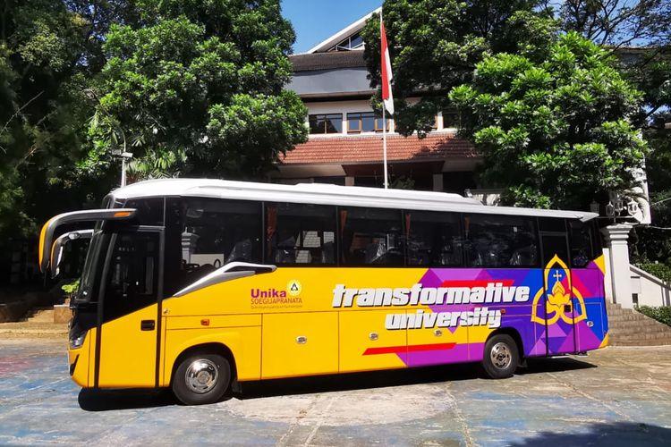 Bus baru Unika Soegijapranata