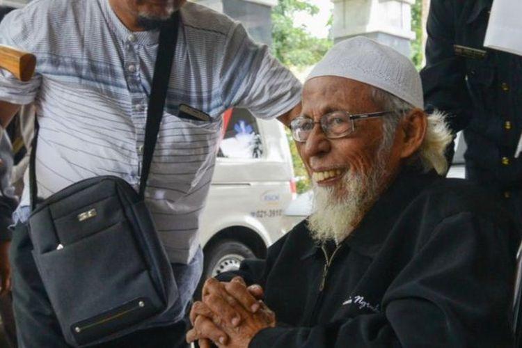 Abu Bakar Baasyir tiba untuk perawatan medis di Rumah Sakit Cipto Mangunkusumo di Jakarta, pada 29 Januari 2019.