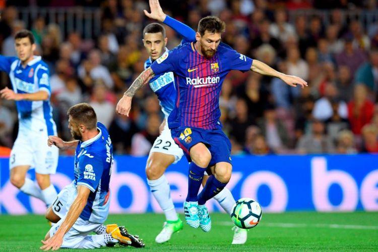 Lionel Messi mencetak hat-trick saat Barcelona menang telak 5-0 atas Espanyol di Camp Nou, Sabtu (9/9/2017).