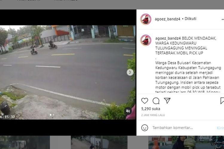 Pengendara sepeda motor tertabrak mobil yang sedang melaju kencang.