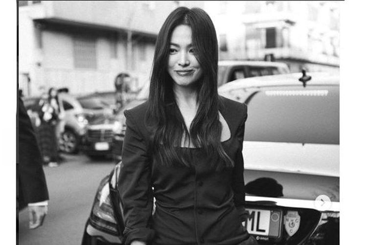 Artis peran asal Korea Selatan Song Hye Kyo saat menghadiri Milan Fashion Week 2020.