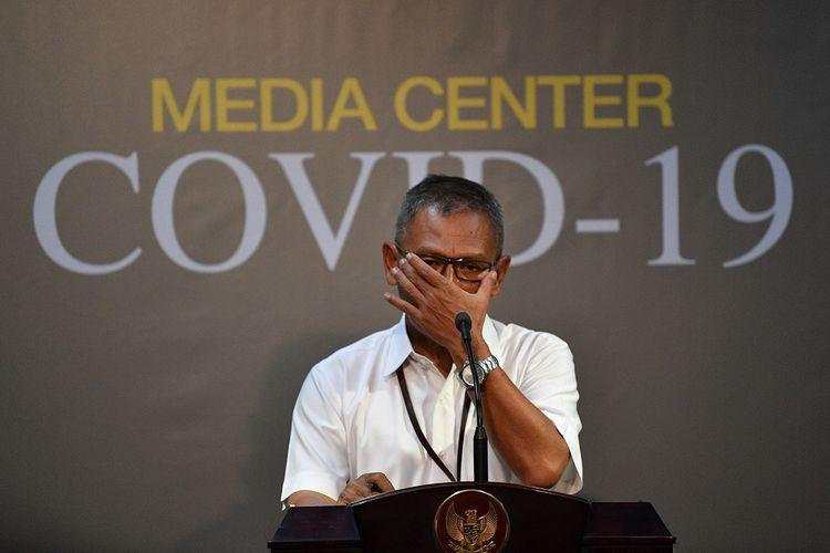 Juru bicara pemerintah untuk penanganan COVID-19 Achmad Yurianto memberikan keterangan pers di Kantor Presiden, Jakarta, Jumat (13/3/2020). Pemerintah menyatakan hingga Jumat 13 Maret pasien positif COVID-19 di Indonesia bertambah dari 34 menjadi total 69 kasus, lima diantaranya dinyatakan sembuh dan empat diantaranya meninggal dunia. ANTARA FOTO/Sigid Kurniawan/aww.