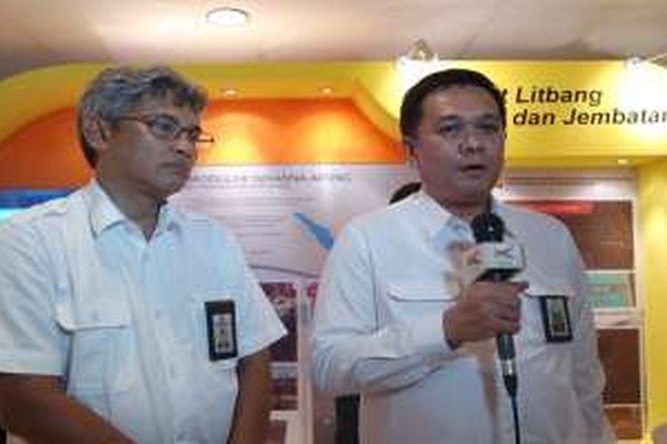 Direktur Jembatan Direktorat Jenderal Bina Marga Kementerian PUPR Hedy Rahadian dan Kepala Pusat Litbang Jalan dan Jembatan Balitbang Kementerian PUPR Herry Vaza di Kolokium Balitbang 2016 di Hotel Grand Sahid Jakarta, Rabu (2/3/2016).