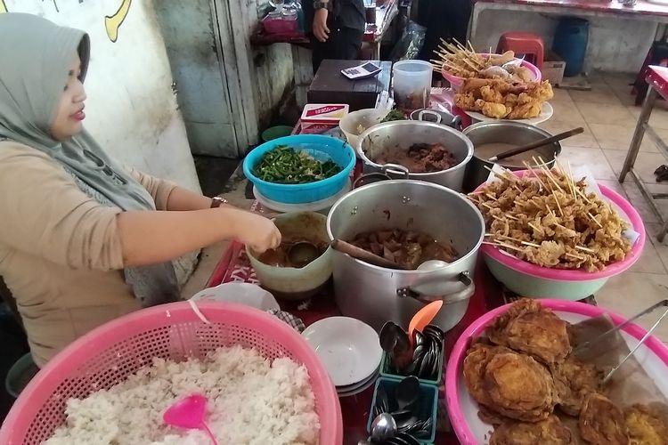 Kantin Mbok Jum di Kampus UNS, Solo, Jawa Tengah.