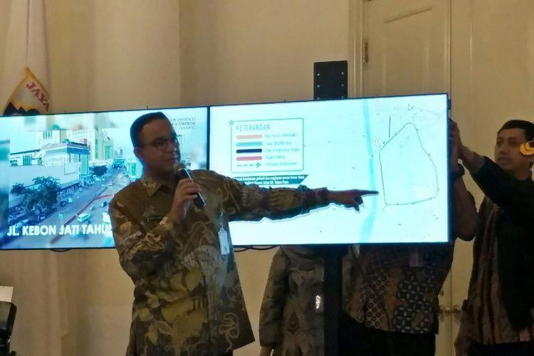 Gubernur DKI Jakarta Anies Baswedan menjelaskan program penataan kawasan Tanah Abang, Jakarta Pusat, Kamis (21/12/2017).