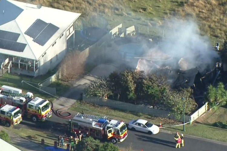 Sebuah rumah ludes terbakar di Kilcoy, daerah pinggiran Brisbane, pada 12 Juni 2021. Dua warga asal Indonesia yang tinggal di rumah itu dipastikan selamat.