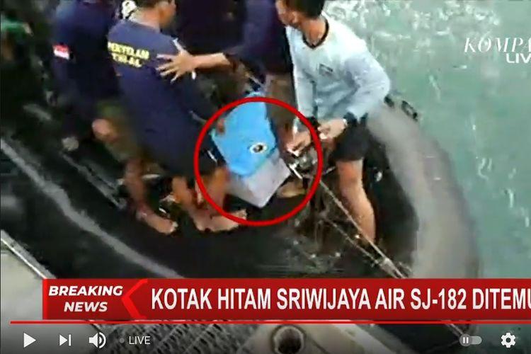 Penampakan setelah kotak hitam pesawat Sriwijaya Air SJ 182 ditemukan pada Selasa (12/1/2021).