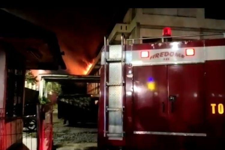 Pabrik percetakan di Jalan Rawa Girang 8, Kawasan Industri Pulogadung, Jakarta Timur, hangus terbakar pada Rabu (16/6/2021) malam.