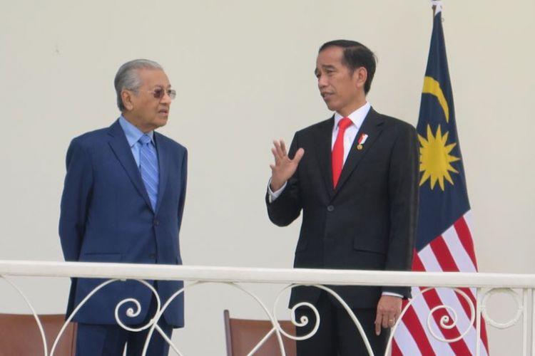 Presiden Joko Widodo dan Perdana Menteri Malaysia Mahathir Mohammad saat kunjungan kenegaraan di Istana Presiden Bogor, Jumat (29/6/2018).
