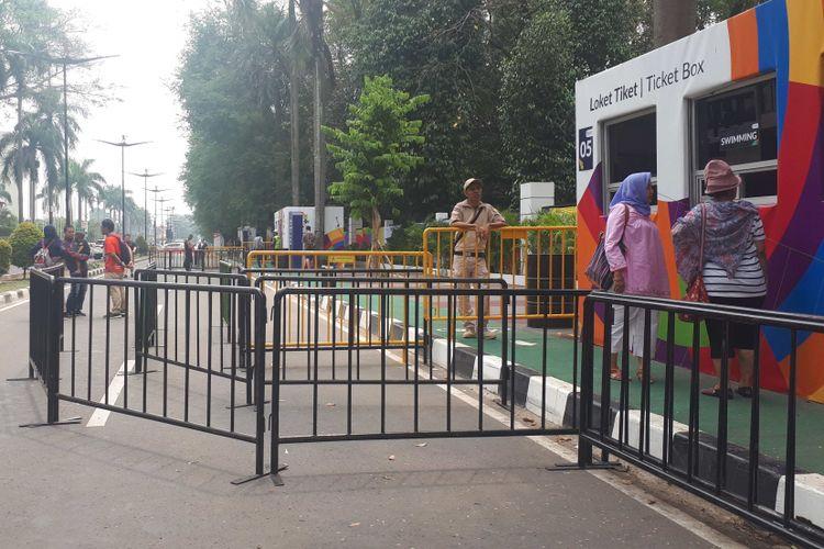 Antrean pembelian tiket di ticket box 6 untuk pertandingan bulutangkis di Gelora Bung Karno, Jakarta Pusat tampak sepi pada Jumat (24/8/2018).
