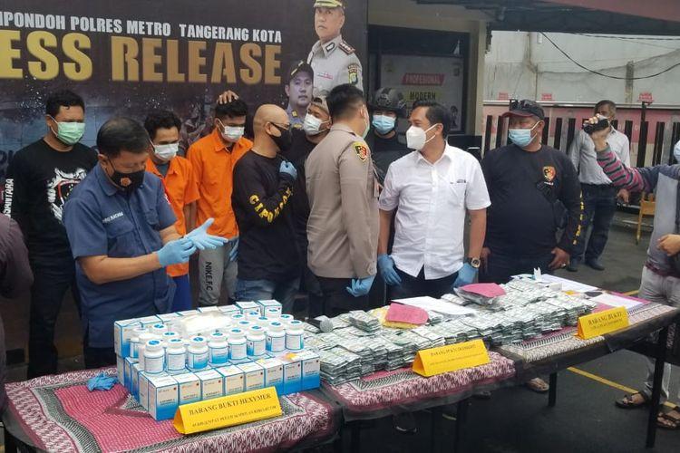 Polsek Cipondoh Membeberkan Kasus Dua Tersangka Kurir di Polsek Cipondoh, Senin (21/12/2020)