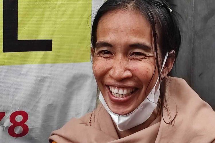 Ani Pina (51), janda 5 anak yang tinggal di Kota Makassar sangat mirip dengan wajah Presiden Jokowi viral di media sosial.