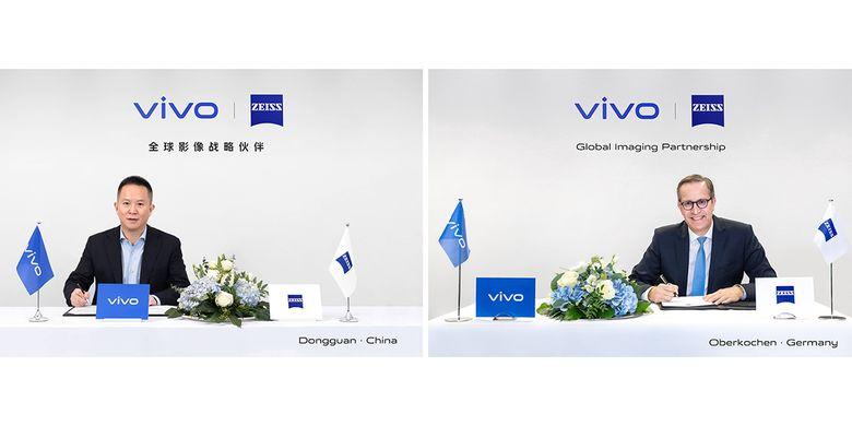 Spark Ni, Senior Vice President and CMO Vivo (kiri), serta  Joerg Schmitz, Head of Zeiss Consumer Products, saat mengumumkan kemitraan kedua perusahaan