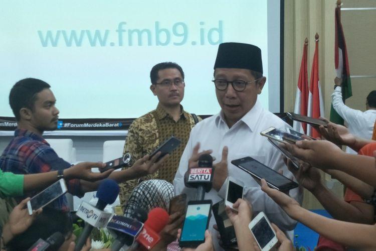 Menteri Agama Lukman Hakim Saifuddin seusai menjadi pembicara dalam diskusi media bertajuk Indonesia Bersama Palestina Forum Merdeka Barat 9 di Kementerian Komunikasi dan Informatika, Jakarta Pusat, Jumat (15/12/2017).