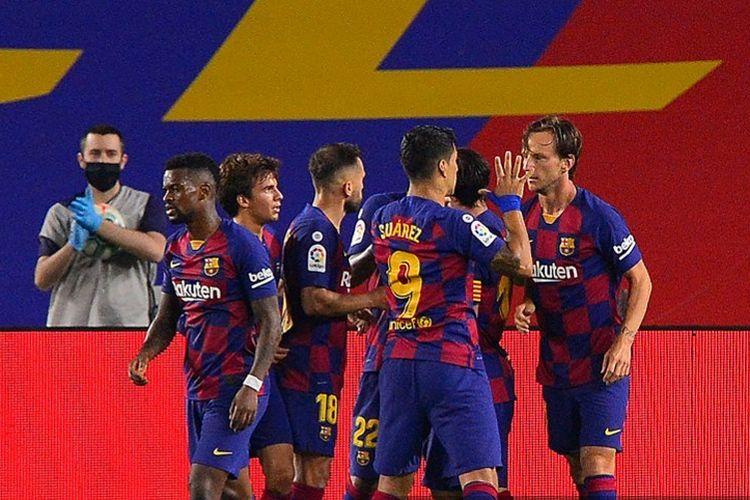 Ivan Rakitic (kanan) merayakan gol bersama rekan satu timnya pada laga Barceloba vs Athletic Bilbao di Stadion Camp Nou dalam lanjutan pekan ke-31 LaLiga, kasta teratas Liga Spanyol, Selasa 23 Juni 2020.