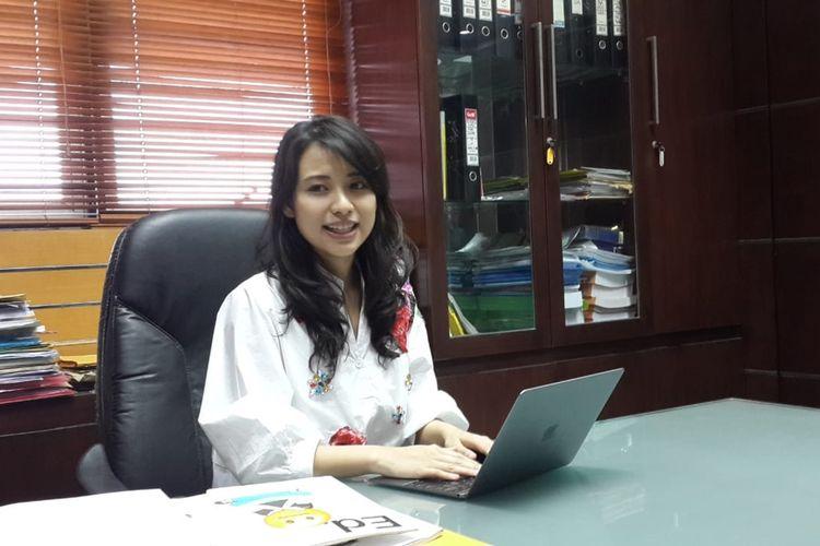 Rektor Institut Teknologi dan Bisnis ASIA Malang, Risa Santoso saat diwawancara di ruang kerjanya, Kamis (7/11/2019).