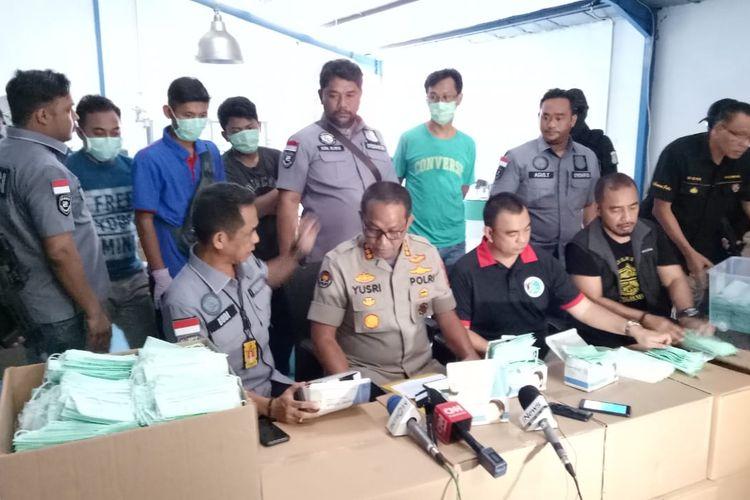 Penggerebekan pabrik masker di kawasan Cakung, Jumat (28/2/2020).
