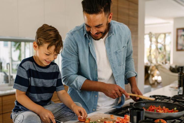 Ilustrasi ayah dan anak memasak