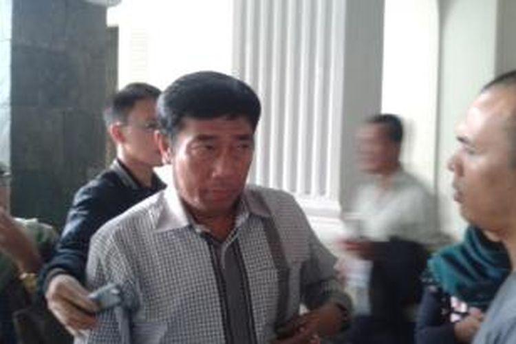 Wakil Ketua DPRD DKI Jakarta Abraham Lunggana usai menemui Pkt Gubernur DKI Basuki Tjahaja Purnama, di Balaikota Jakarta, Rabu (4/6/2014)