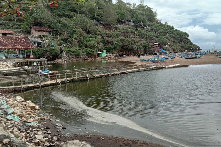 Danau Kecil Muncul di Pantai Baron