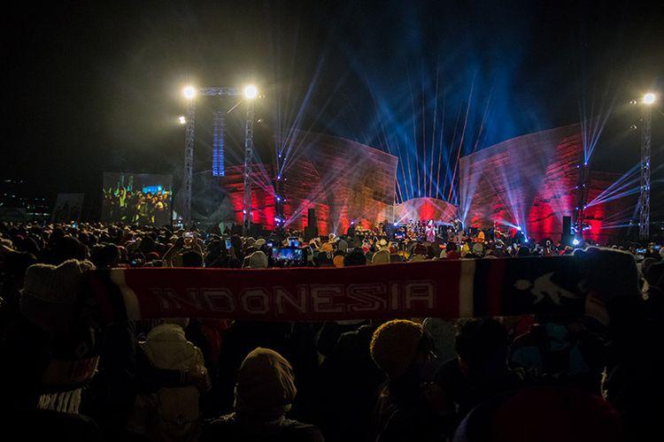 Suasana saat Lagu Bagimu Negeri Berkumandang di Senandung Negeri Atas Awan 2019.