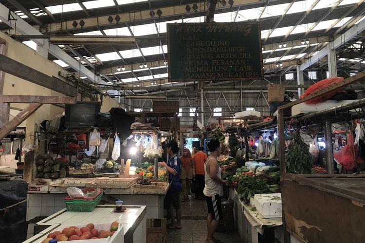 Suasana Pasar Koja Baru, Jakarta Utara, Senin (29/4/2019). Seminggu jelang bulan Ramadhan beberapa harga pangan mengalami kenaikan seperti bawang putih cutting, ayam potong, dan telur ayam negeri.