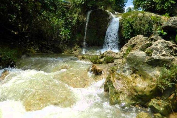 Air Terjun Sanggrahan di Tuban