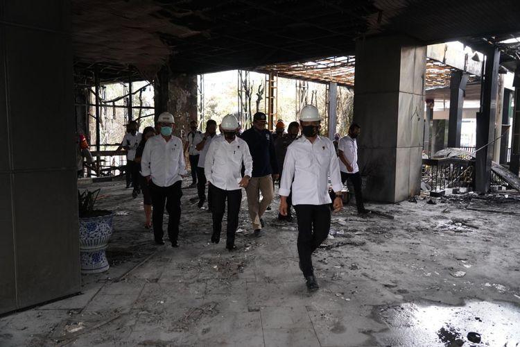 Kepala Badan Reserse Kriminal (Kabareskrim) Polri, Komjen Listyo Prabowo meninjau kegiatan olah Tempat Kejadian Perkara (TKP) di Kejaksaan Agung, Kebayoran Baru, Jakarta, Senin (24/8/2020).
