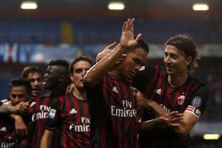 Carlos Bacca merayakan gol AC Milan ke gawang Sampdoria pada lanjutan Serie A di Stadion Luigi Ferrari, Jumat (16/9/2016).
