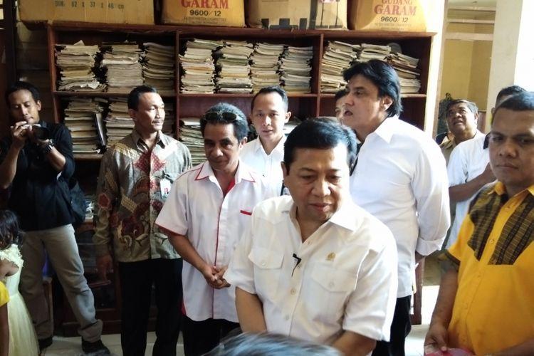 Ketua DPR RI Setya Novanto saat berada di rumah anak yatim piatu, Panti Asuhan Katolik Yayasan Sonaf Maneka, Kota Kupang, Nusa Tenggara Timur (NTT), Senin (13/11/2017).