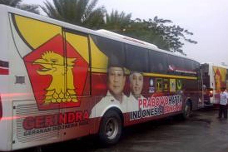 Bus rombongan kampanye pasangan calon presiden-wakil presiden nomor urut 1, Prabowo Subianto-Hatta Rajasa. Gambar diambil pada Kamis (5/6/2014).