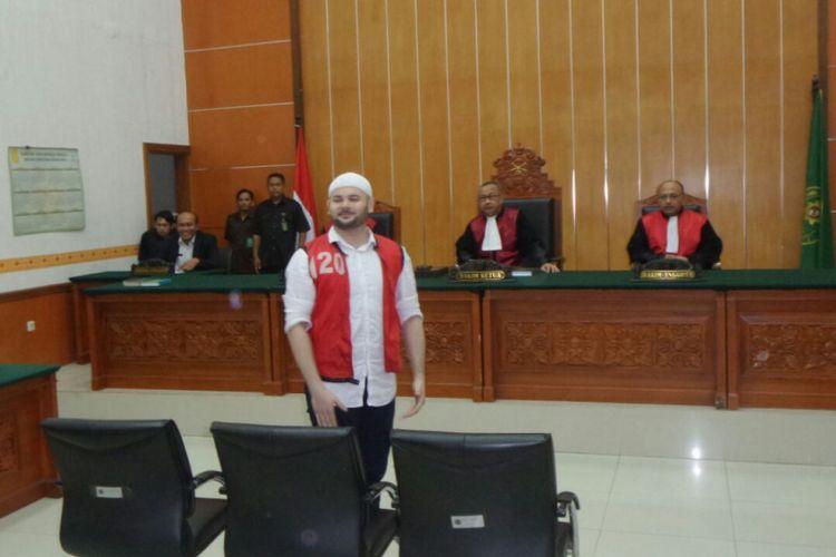 Ridho Rhoma menjalani sidang putusan kasus penyalahgunaan narkoba di Pengadilan Negeri Jakarta Barat, Selasa (19/9/2017).