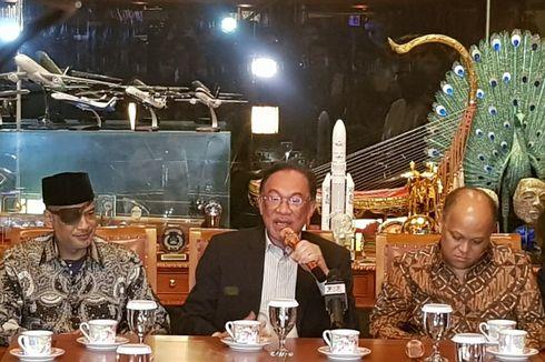 Cerita Anwar Ibrahim Enggan Baca Buku Kisah Cinta Habibie-Ainun
