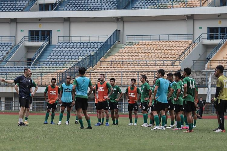 Skuad PS Sleman berlatih di Gelora Bandung Lautan Api (GBLA) MInggu (4/4/2021) untuk menghadapi Persebaya pada penyisihan Grup C Piala Menpora 2021, Rabu (7/4/2021).