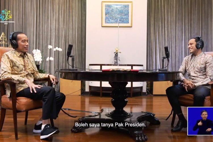Presiden Jokowi saat berbincang santai dalam Podcast Mendikbud Ristek Nadiem Makarim para peringatan Hari Pendidikan Nasional (Hardiknas) 2021 secara daring melalui kanal YouTube Kemendikbud RI, Minggu (2/5/2021).
