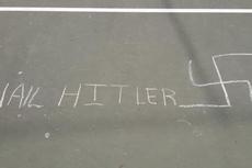 Bikin Coretan Gambar Swastika dan Tulisan