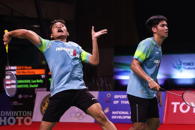 Ganda campuran muda Indonesia, Leo Rolly Carnando/Daniel Marthin, membuat kejutan di Thailand Open 2021 dengan mencapai final.