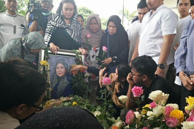 Suasana Pemakaman Dian Al Mahri, di Masjid Kubah Emas, Cinere, Depok, Jawa Barat, Jumat (29/3/2019).