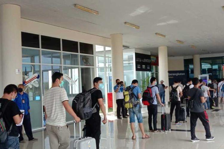 Sebanyak 29 Tenaga Kerja Asing (TKA) dari PT. Bintan Alumina Indonesia (BAI) yang sempat tertunda pemulanganya, akhirnya hari ini, Jumat (3/4/2020) dipulangkan ke negara asalnya di China.