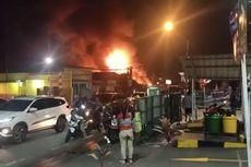Pabrik Kayu di Depok Terbakar, 3 Mobil Pemadam Kebakaran Dikerahkan