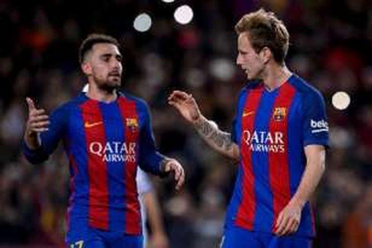 Paco Alcacer dan Luka Modric merayakan gol Barcelona ke gawang Hercules pada pertandingan Copa del Rey di Camp Nou, Rabu (21/12/2016).