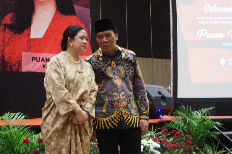 Ketua DPR Puan Maharani (kiri) dan Rektor Universitas Diponegoro (Undip) Yos Johan Utama, Kamis (13/2/2020) malam, usai resepsi menjelang pengukuhan doktor honoris causa untuk Puan.