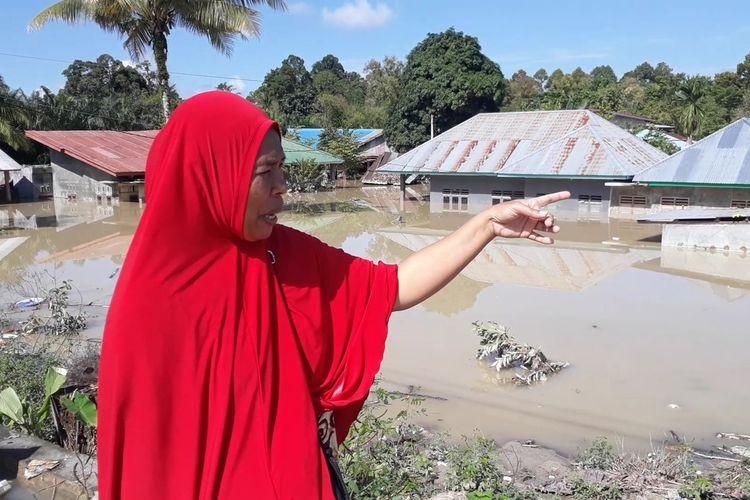Kampung Lombo di Kelurahan Bone Tua, Kecamatan Masamba, Luwu Utara masih terendam 2 meter, Selasa (21/07/2020)