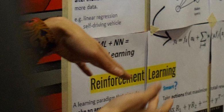 Parara berusaha menggugah kesadaran audiens bahwa sebenarnya Machine Learning itu sangat dekat dengan perjalanan akademis.