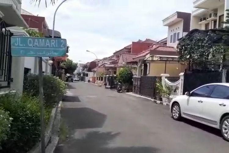 Lokasi pengkapan terduga teroris di Jalan Qamari 2, Perumahan Islamic Village, Tangerang terpantau sepi, Raby (24/3/2021).