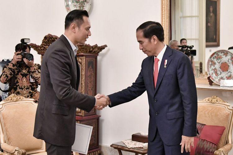 Komandan Satgas Bersama Pemenangan Pilkada dan Pemilu 2019 Partai Demokrat Agus Harimurti Yudhoyono (AHY) saat bertemu Presiden Joko Widodo di Istana, Selasa (6/3/3018)