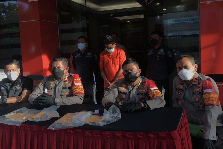 Polisi menangkap perampok sadis yang sempat beraksi yakni merampas handphone milik seorang perempuan di Jalan SD Cipulir RT 007 RW 01, Cipulir, Kebayoran Lama, Jakarta Selatan.