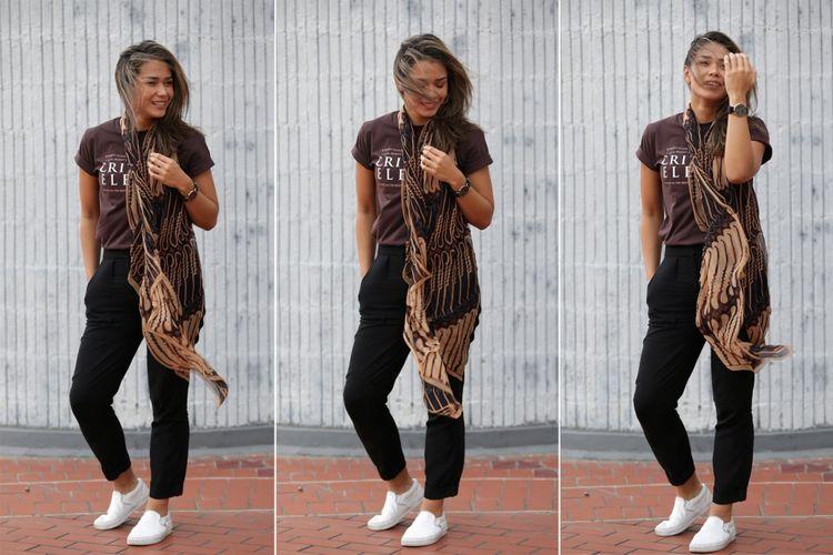 Pemeran tokoh Anya dalam film Critical Eleven, Adinia Wirasti berpose saat mengunjungi kantor redaksi Kompas.com di Jakarta, Selasa (9/5/2017). Film Critical Eleven diangkat dari novel karya Ika Natassa.
