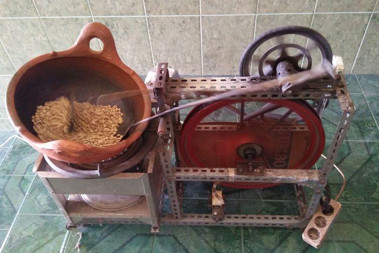 Penampakan robot atau mesin penggoreng kopi hasil karya Abdul Majid.